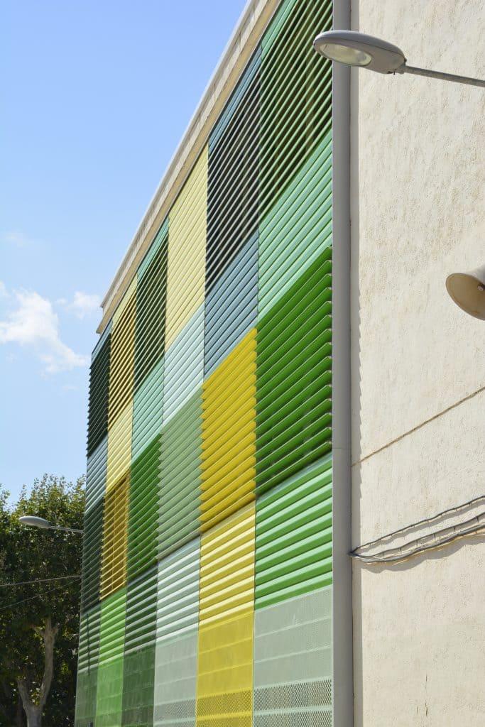 Sistema de revestimiento de fachada de aluminio