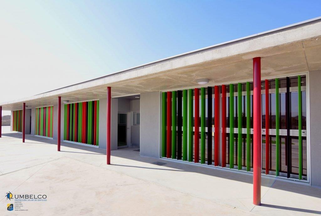 Celosías orientables de aluminio en colores para colegios.jpg