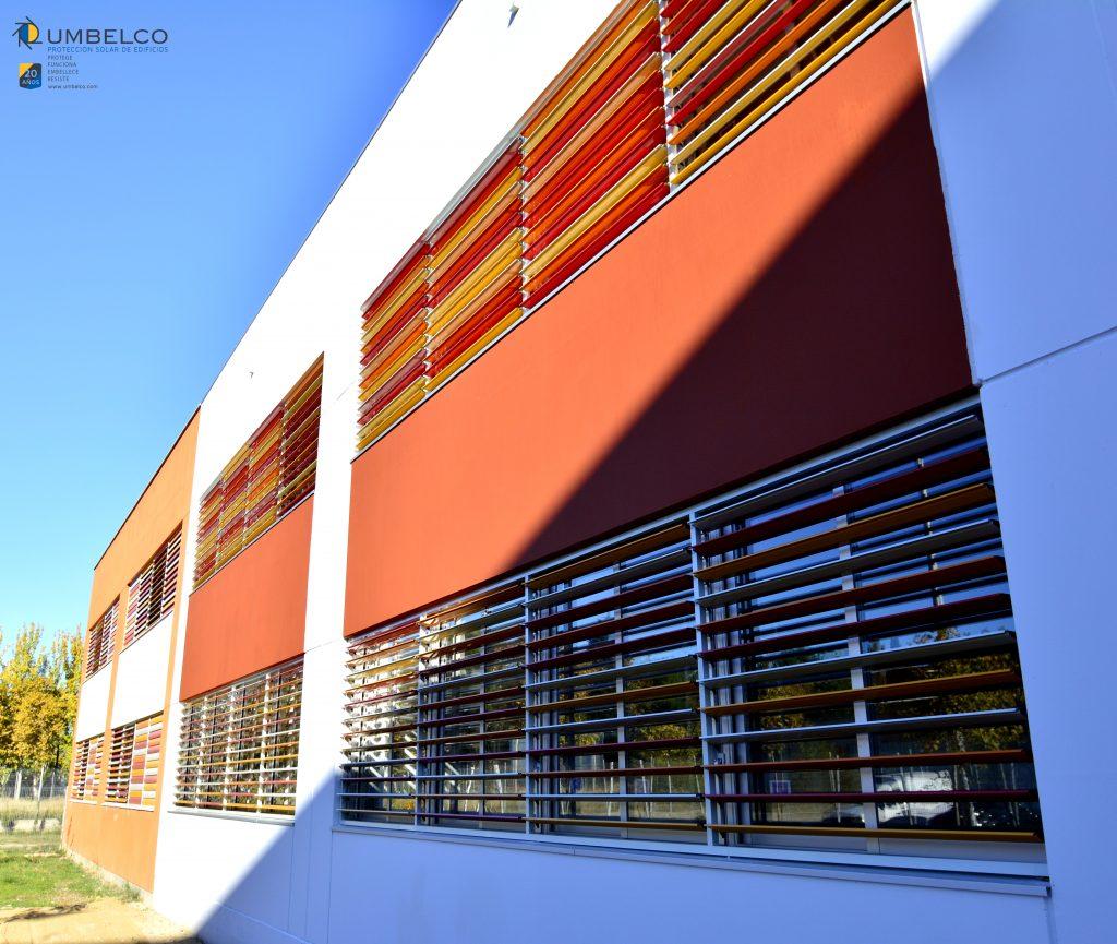 Celosías de colores para colegios