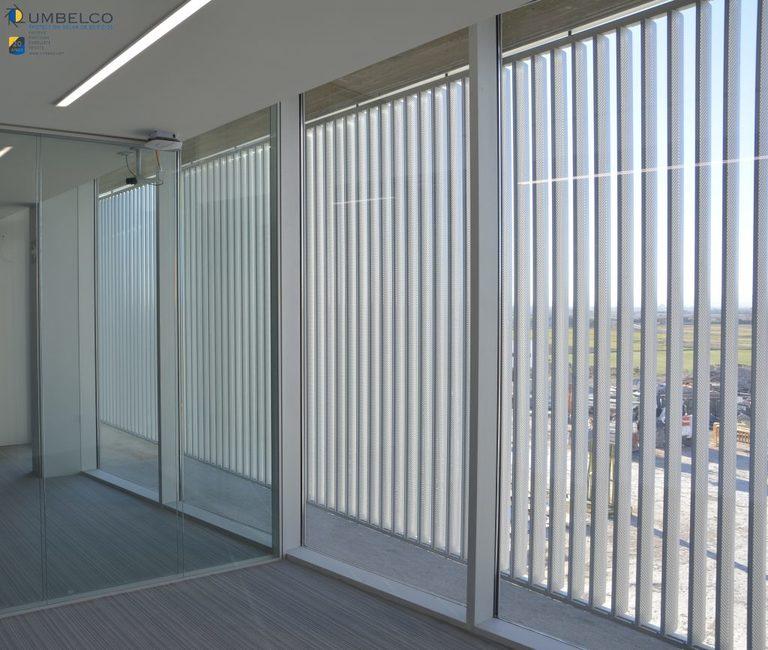 Lamas de aluminio verticales perforadas Umbelco UPO-150