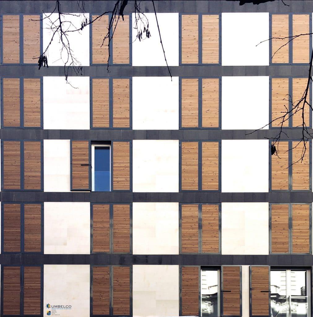 Celosías de lamas de madera para edificios