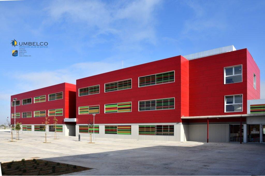 lamas de aluminio de colores en el colegio Zaragoza sur