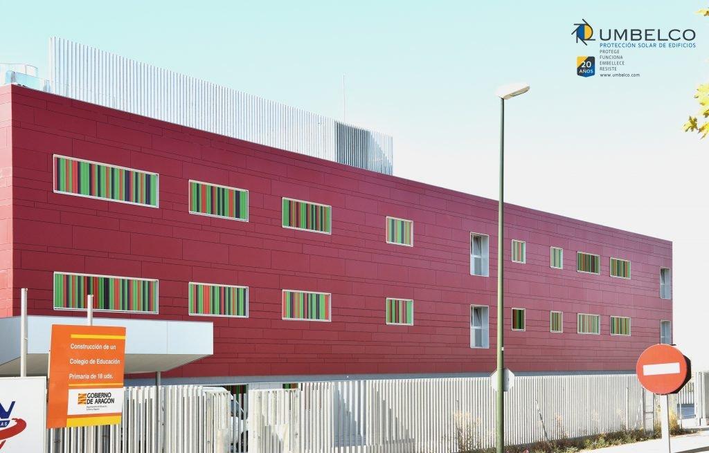 Lamas orientables de colores en vertical para colegios