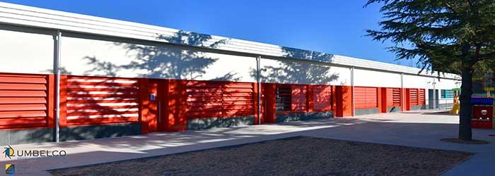 Rehabilitación de colegio con lamas de aluminio Umbelco UPO-250