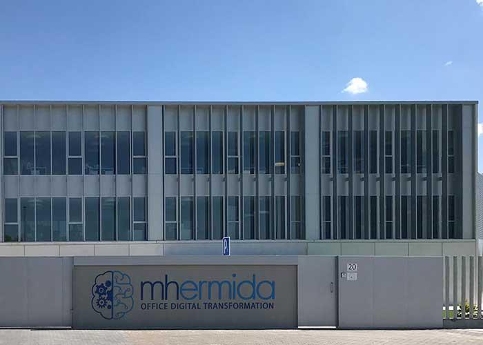 fachada principal con logo