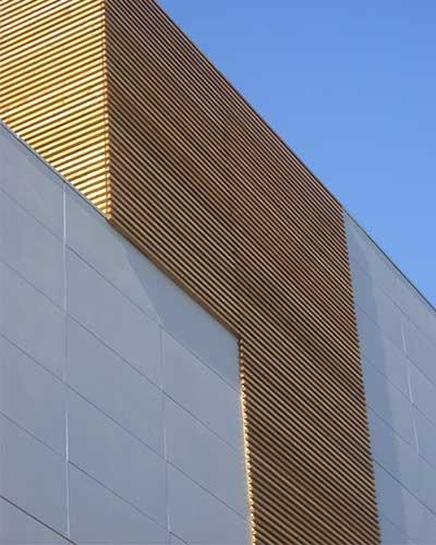 celosias de lamas de madera fachada edificio