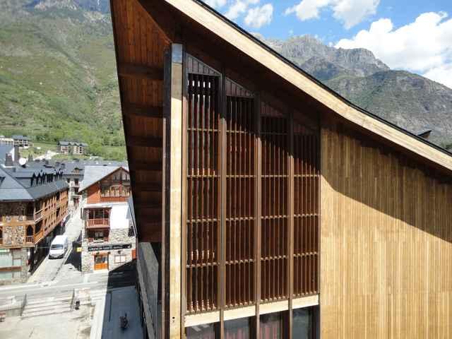 Celosías orientables madera accionamiento manual