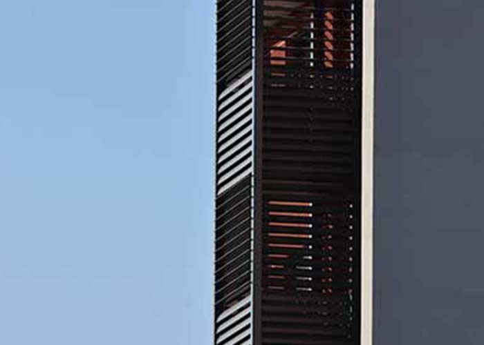 celosias lamas orientables aluminio upo 150 estetica uniforme edificio zaragoza destacada