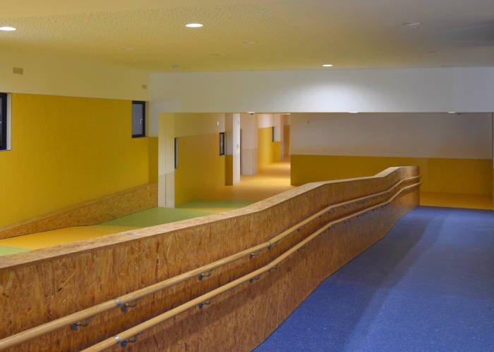 Celosías de lamas de aluminio de colores para colegios marca Umbelco